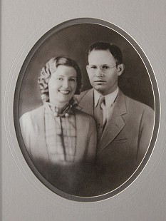 Leland Tollett's parents, Gladys Virginia and Virgil Elisha Tollett © Pryor Center for Arkansas Oral and Visual History, University of Arkansas