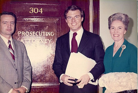 Jim Guy Tucker (center) with his mother, Willie Maude Tucker, and Chief Deputy Prosecutor Robert J. Brown at the Pulaski County Courthouse; Little Rock, Arkansas, 1971 © Pryor Center for Arkansas Oral and Visual History, University of Arkansas
