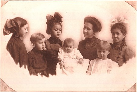The Pfeffer children; Alice Mae Pfeffer (first row, second), mother of Harry Ward  © Pryor Center for Arkansas Oral and Visual History, University of Arkansas