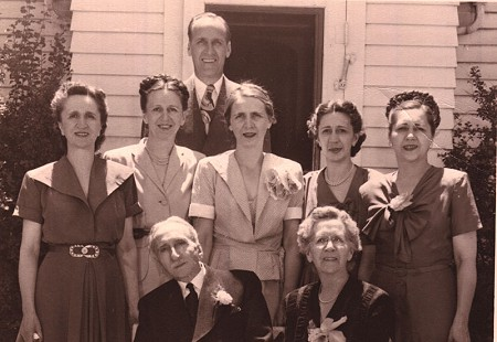 Harry Ward (back row); Pfeffer sisters: Mary Lois, Alysmai, Joan, and Amelia (middle row); H. S. and Alice Pfeffer (front row) © Pryor Center for Arkansas Oral and Visual History, University of Arkansas