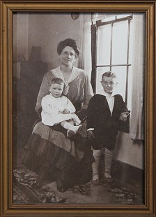 Bud Whetstone's grandmother, Allie Patterson Whetstone, with her daughter, Ruth, and son, Bernard, father of Bud Whetstone © Pryor Center for Arkansas Oral and Visual History, University of Arkansas
