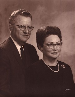 Hurley and Idelle Axum, parents of Donna Axum Whitworth, ca. 1963 © Pryor Center for Arkansas Oral and Visual History, University of Arkansas