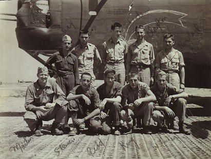 Al Witte (back row, second from left) and his crew in Italy during World War II, July 1944 © Pryor Center for Arkansas Oral and Visual History, University of Arkansas