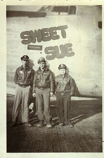 Al Witte (center) and two crew members of the Sweet Sue in Italy during World War II  © Pryor Center for Arkansas Oral and Visual History, University of Arkansas