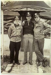 Al Witte (right) with the pilot (center) of the Sweet Sue  © Pryor Center for Arkansas Oral and Visual History, University of Arkansas
