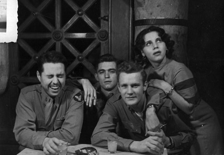 Al Witte (second from left) with his friends in a bar during World War II © Pryor Center for Arkansas Oral and Visual History, University of Arkansas