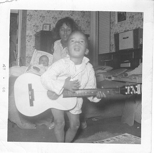 Lucious Spiller with his guitar at the age of 4 © Pryor Center for Arkansas Oral and Visual History, University of Arkansas