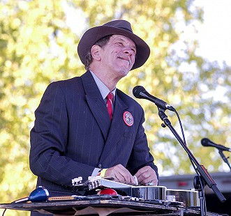 "Bill ""Watermelon Slim"" Homans performs at the Arkansas Blues and Heritage Festival; 2006 © Eric Gorder 2006; egorder@gmail.com"