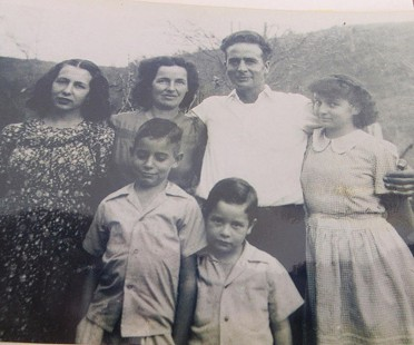Bill Sutton (front row, right) with his family: (back row, l-r) Marjorie; his parents, Mary Doris and Keith; and Wilma Jean; (front row) Max; picture taken in the Hollow on the family farm; 1947 © Pryor Center for Arkansas Oral and Visual History, University of Arkansas